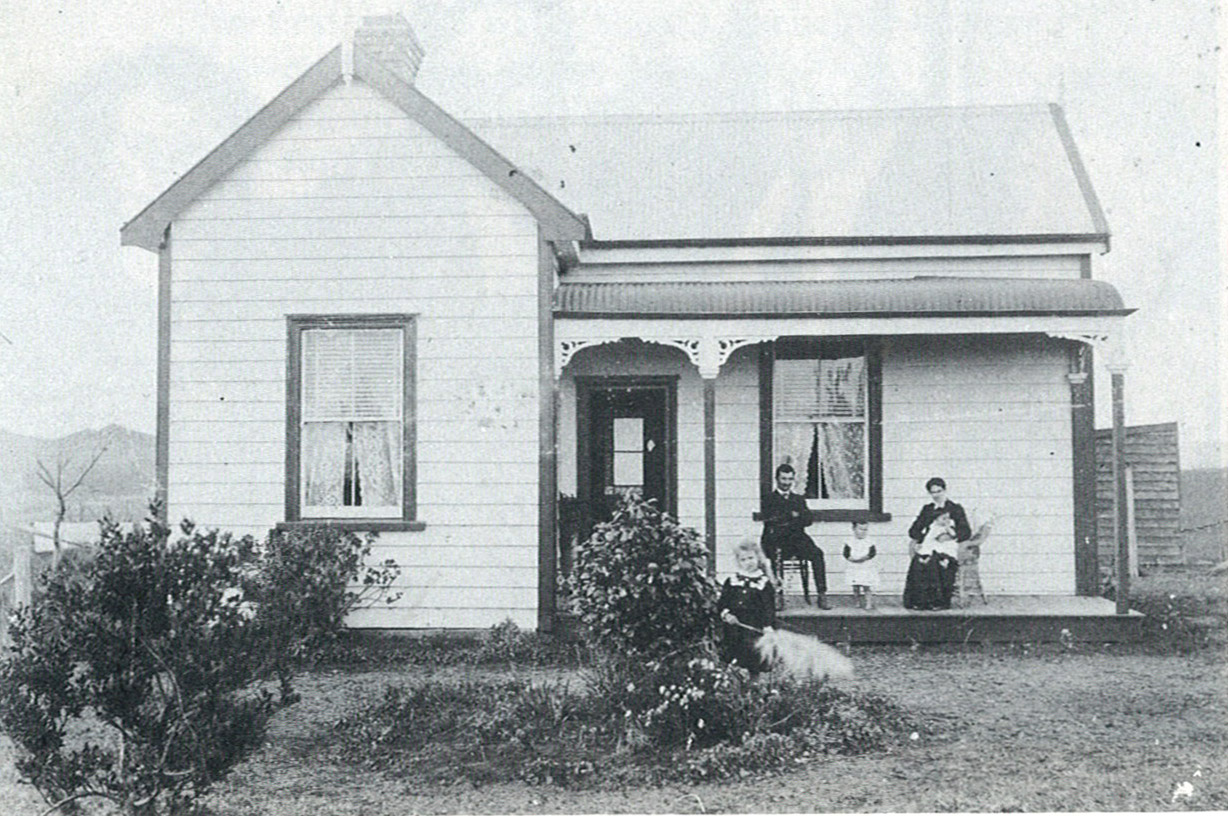 Ferris Homestead and family about 1910.