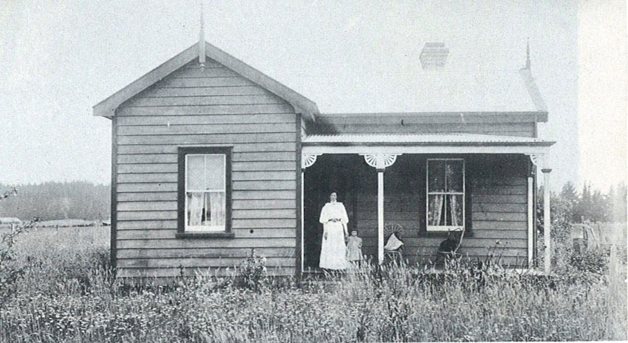 The Windsor Home was just east of the present telephone exchange. Mrs Windsor and Amie on verandah 1908.